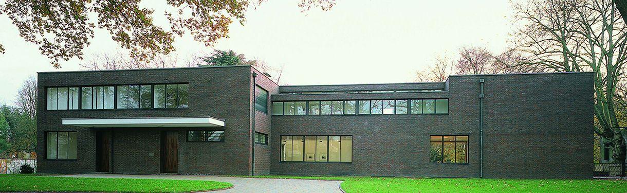 Im Krefelder Haus Lange Fahren Die Fenster In Den Keller Monumente